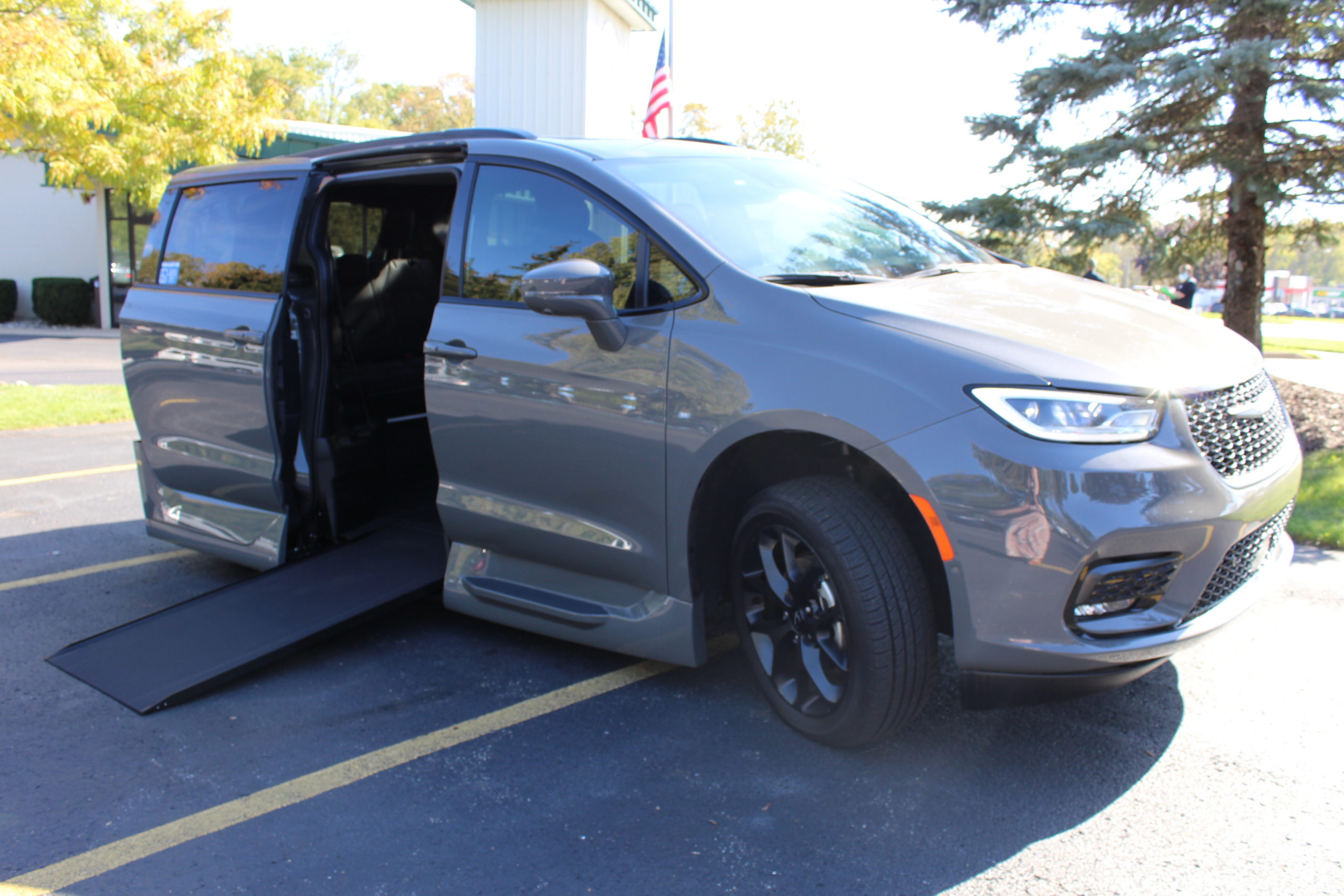 2021 Ceramic Gray Chrysler Pacifica Touring L Sport with VMI Northstar Conversion